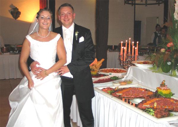 Runde Tische Hochzeit Sektempfang Hochzeitsbuch Tisch Geschenketruh ...